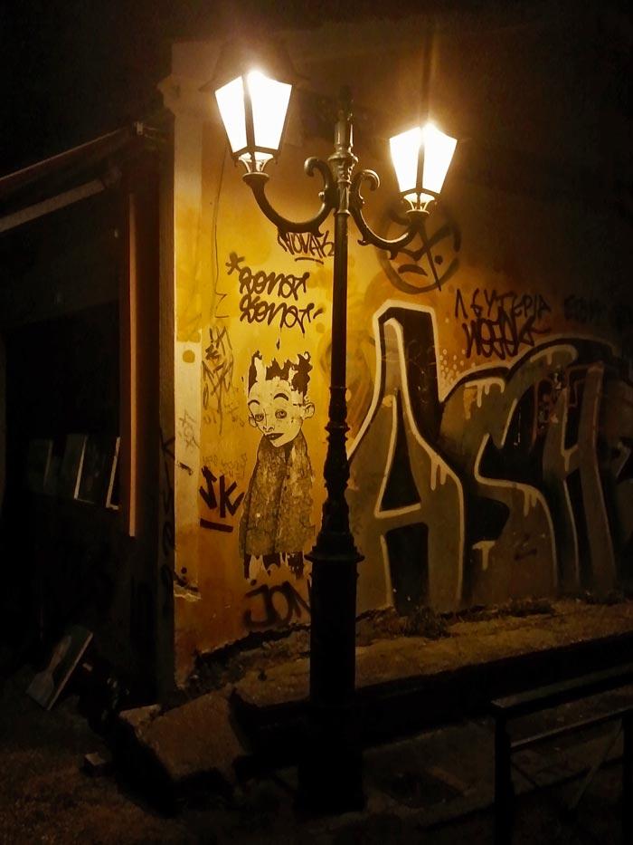 Γκράφιτι στο νυχτερινό Μοναστηράκι